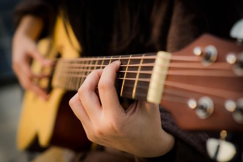 Đàn là một loại nhạc cụ âm nhạc được sử dụng rất phổ biến