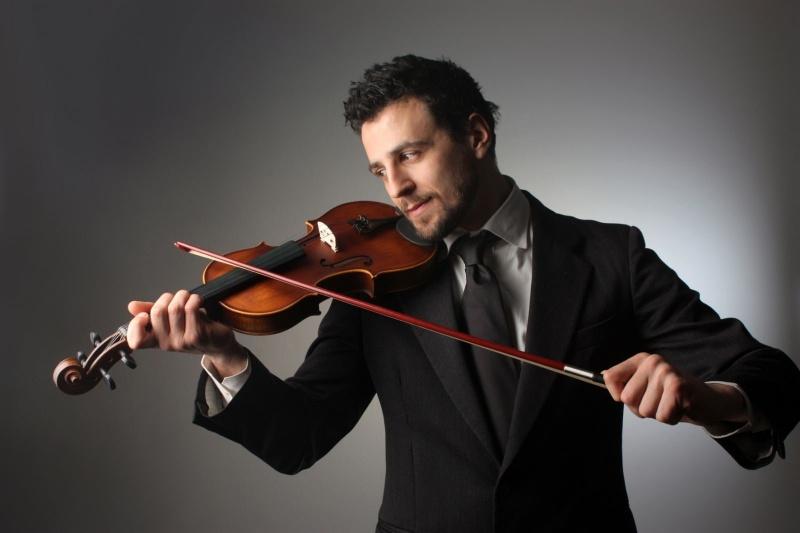 Nằm mơ thấy nhiều người đang biểu diễn bằng đàn Violin đánh cặp con số 61 – 96