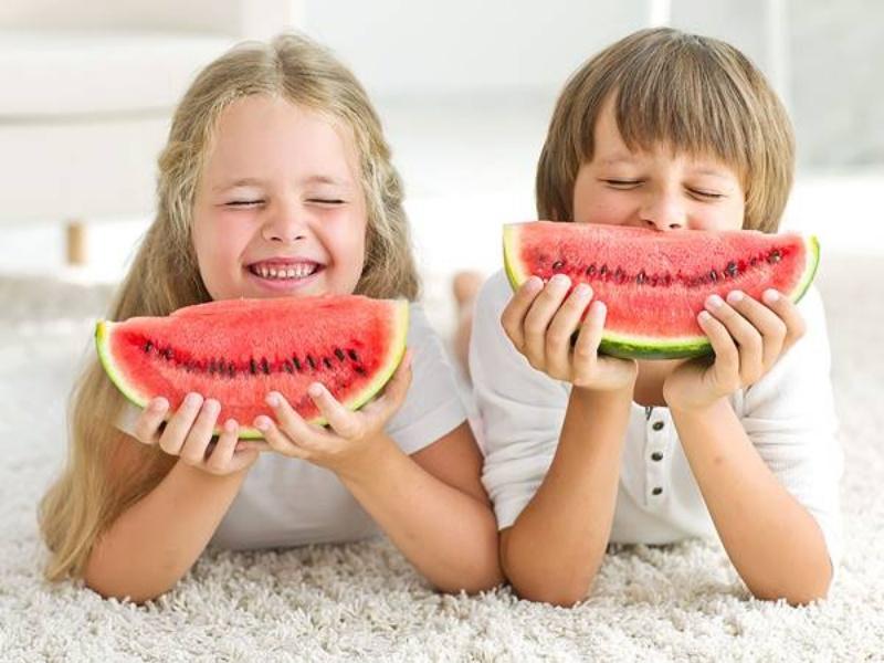Trong mơ thấy bọn trẻ ăn dưa hấu, chọn ngay 25 - 38